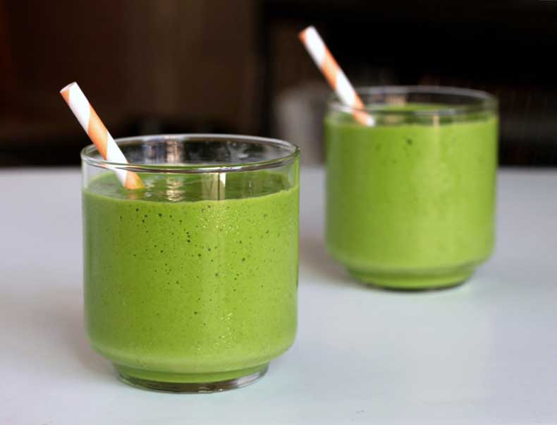 Holly-Madison-Healthy-While-Pregnant-Green-Smoothie-Recipe-1024x782