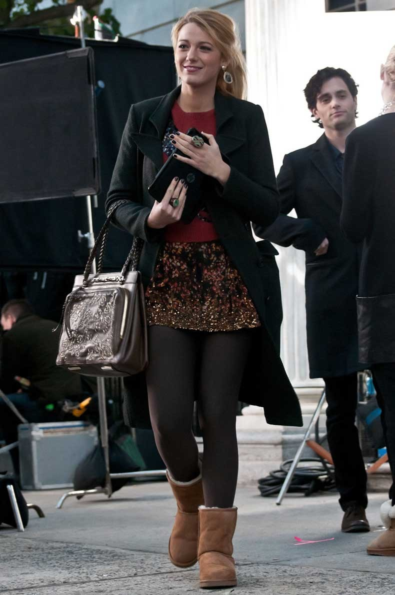 blake_lively_maroon_sweater_wi