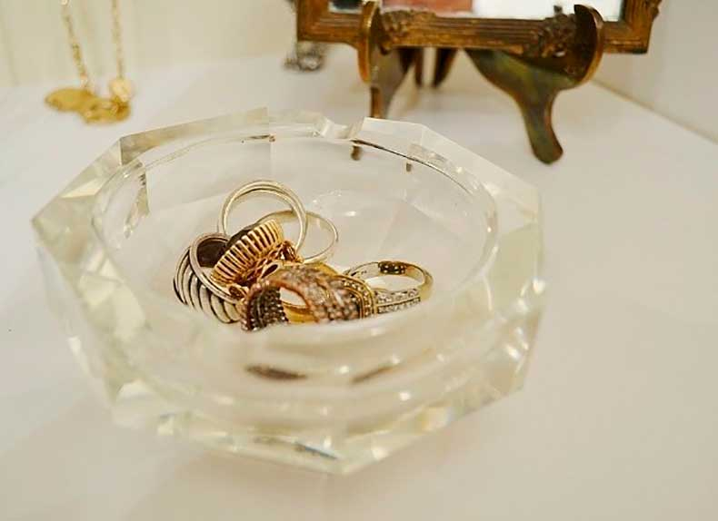 crystal-ash-tray-shelf-keeps-my-everyday-jewelry-within