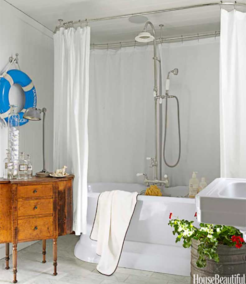 54c05e543e334_-_white-cottage-guest-bathroom-blue-life-ring-0612-fulk08-xln