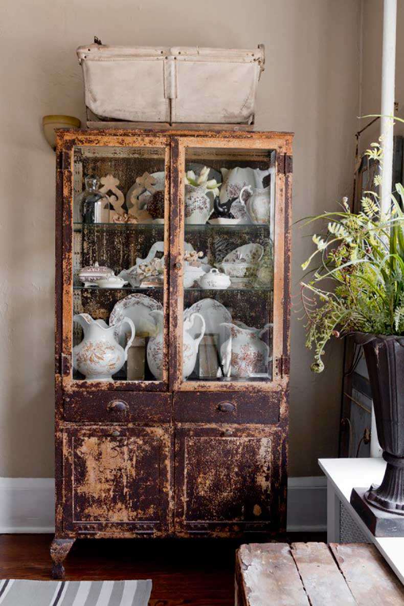 Joanna-Madden-Dining-Room-Armoire-Hutch-China-Cabinet-Rikki-Snyder-Photography-Style-Me-Pretty-Living-Cottage-Home-Tour-Vintage-600x899