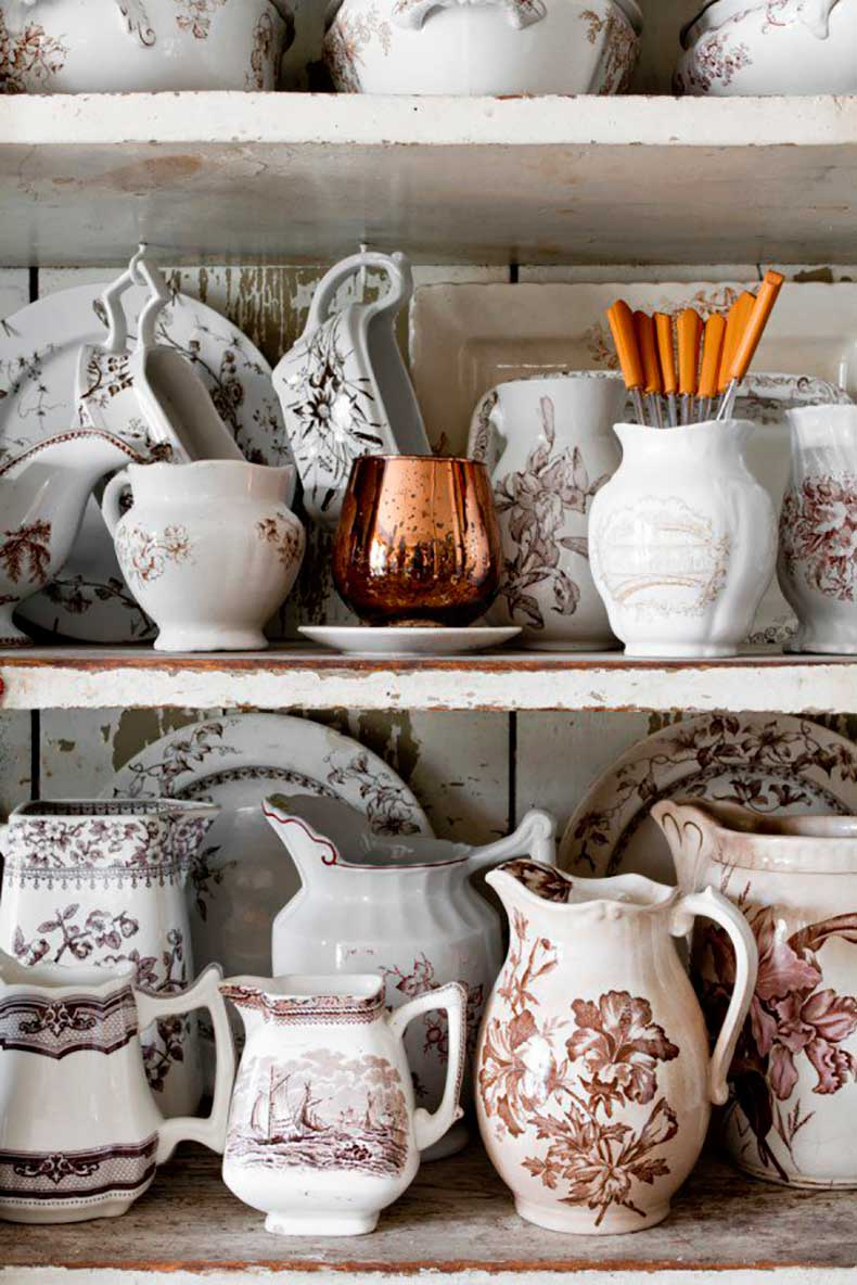 Joanna-Madden-Dining-Room-Rikki-Snyder-Photography-Style-Me-Pretty-Living-Cottage-Home-Tour-Vintage-Transferware-600x899