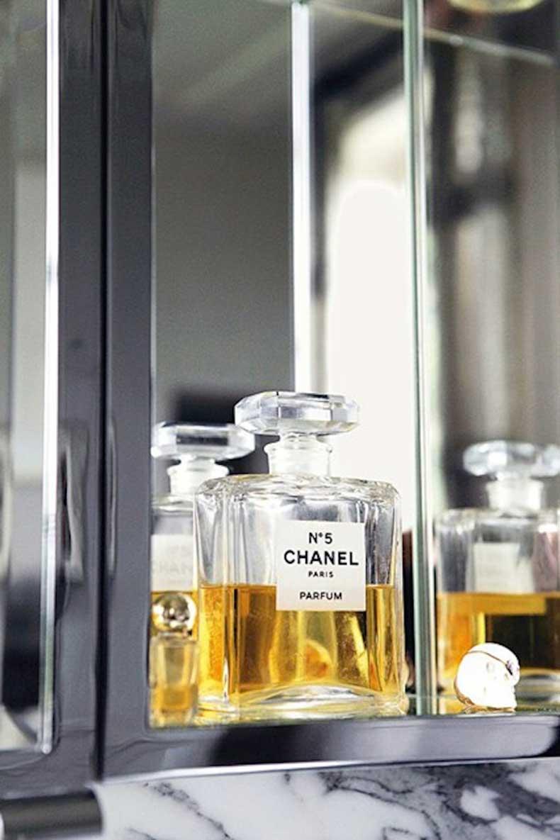 Kate-Moss-Chanel5-Vogue-27Jan15-Mike-Trow_b_426x639