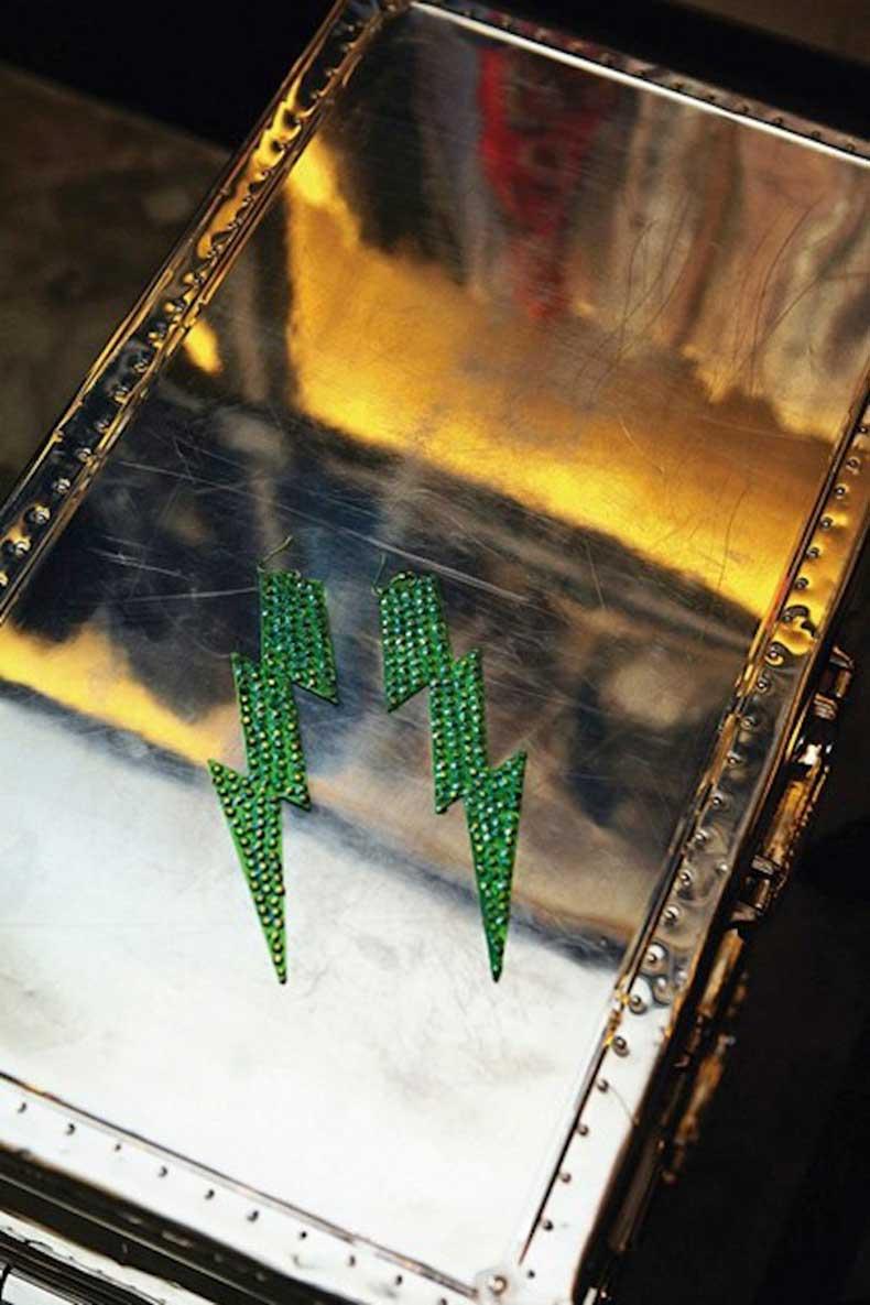 Kate-Moss-earrings-Vogue-27Jan15-Mike-Trow_b_426x639
