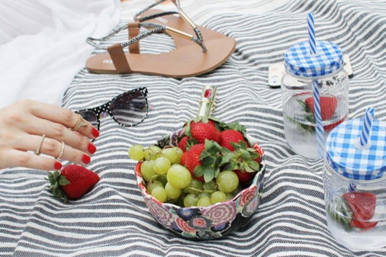 Summer-Picnic-pregnant-maternity-sunglasses-Sears-Style-glitterinc.com_-680x453