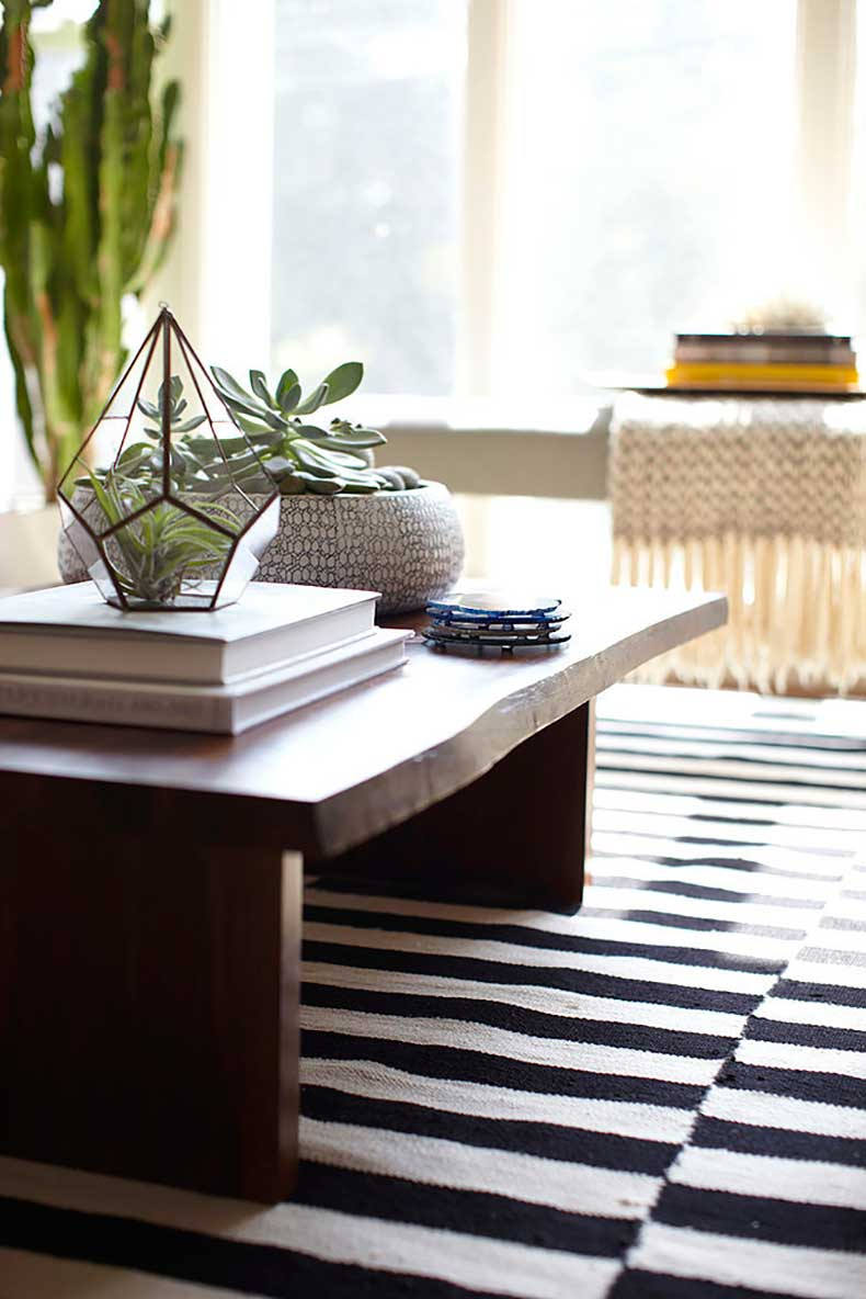 closer-look-perfectly-styled-coffee-table-complete