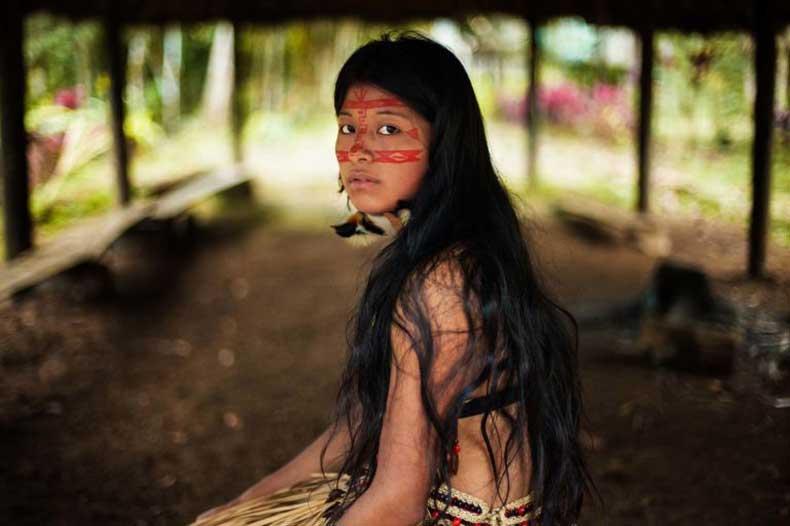 gallery_nrm_1424378688-kichwa_woman_in_amazonian_rainforest