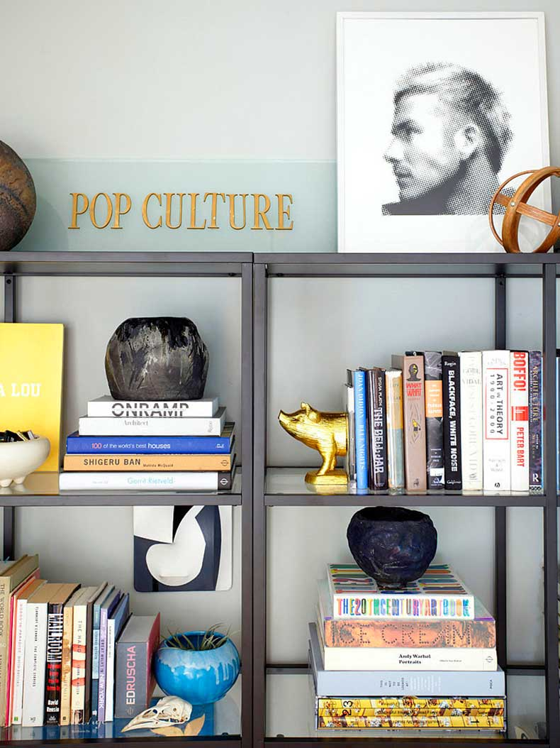 organized-bookcase-like-Orlando-try-styling-books-color