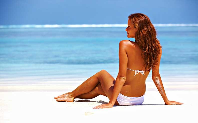 summer_time_tropical_tropical_beach_waves_woman_2560x1600_213320803