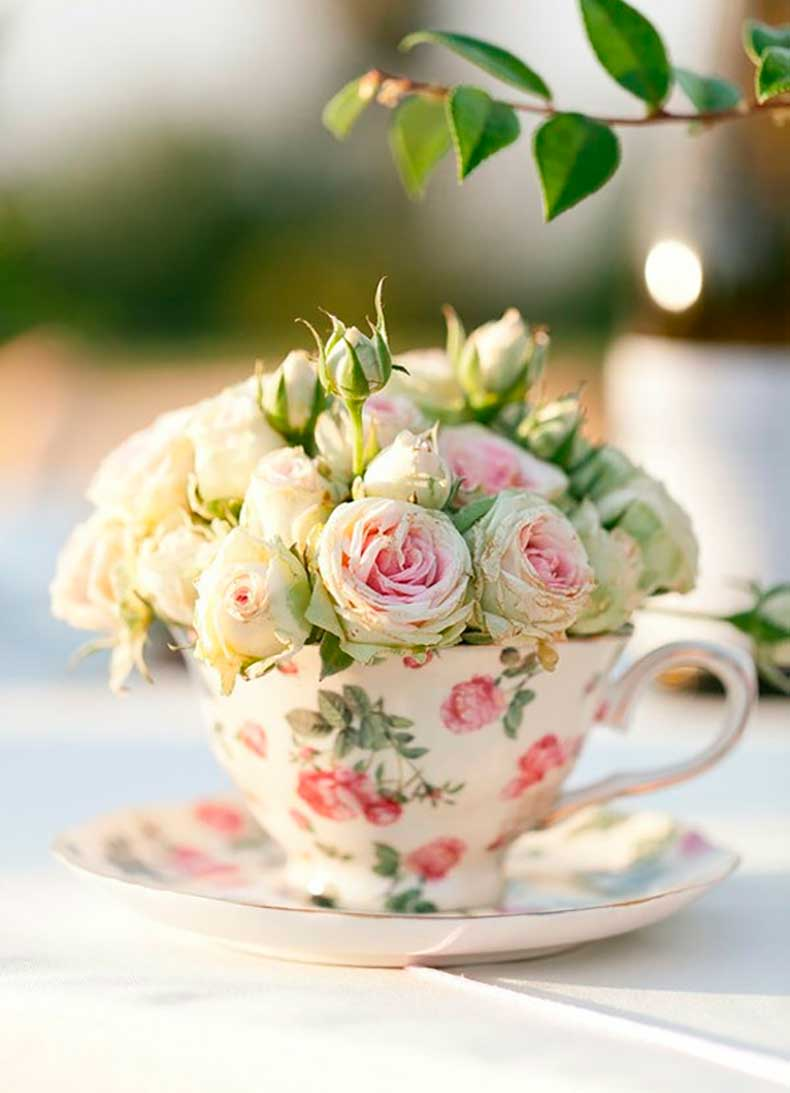 tiny-roses-in-floral-tea-cup-via-theglutenfreehoneybee-blogspot-com