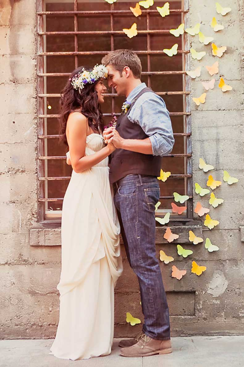 1.wedding-butterfly-backdrop-hippie-_-glitterweddings.com_