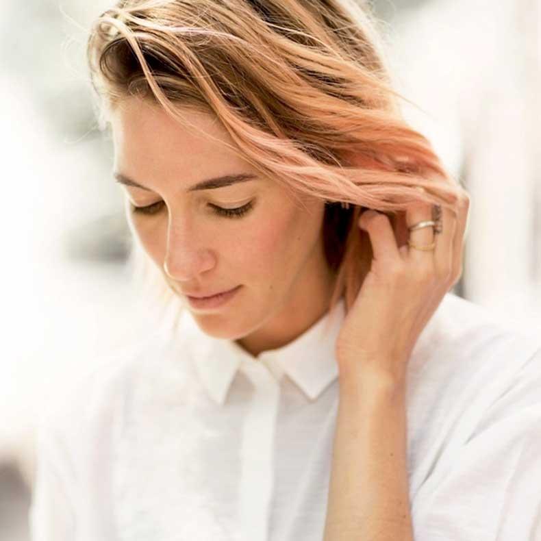 5-Le-Fashion-Blog-7-Inspiring-Pink-Ombre-Hair-Looks-Caroline-Ventura-Wavy-Bob-Via-Garance-Dore