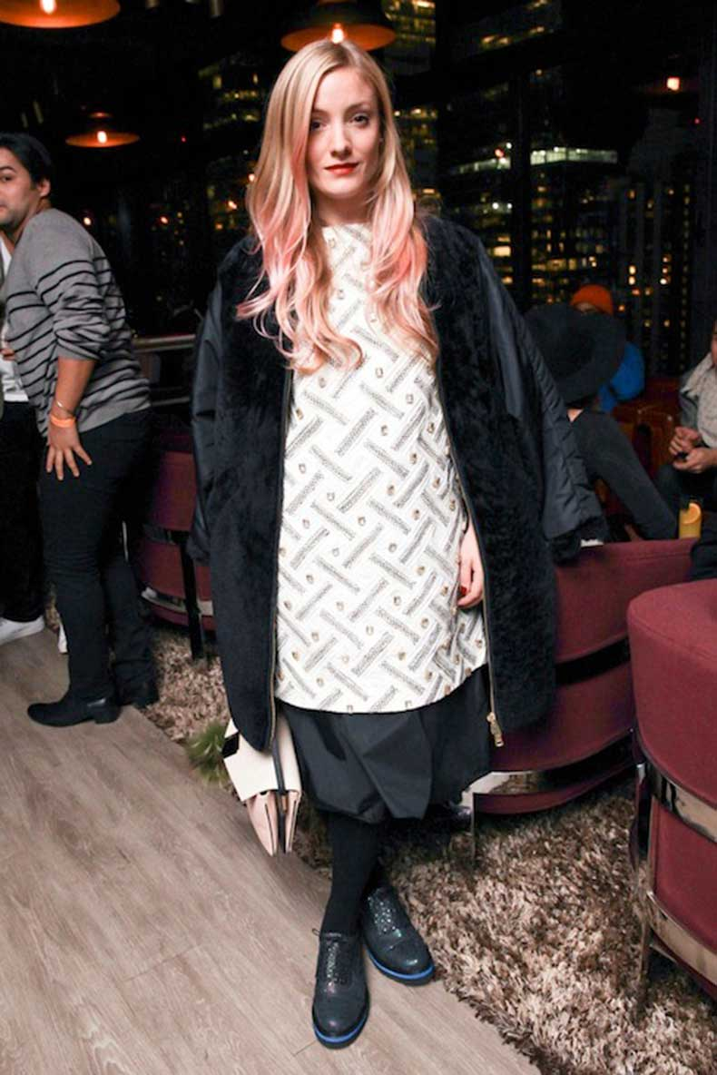 6-Le-Fashion-Blog-7-Inspiring-Pink-Ombre-Hair-Looks-Kate-Foley-Long-Wavy-Hair-Coat-Oxfords