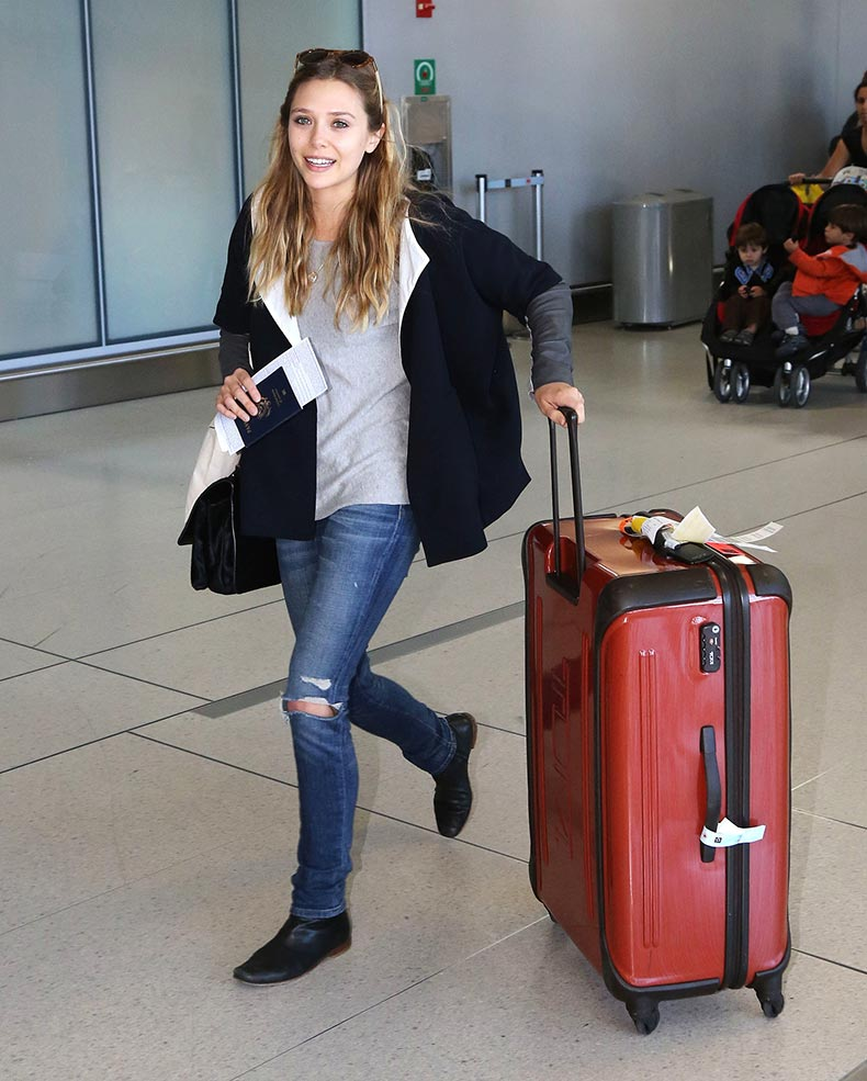 Elizabeth-Olsen-also-arrived-Toronto-looking-comfy-ripped-denim