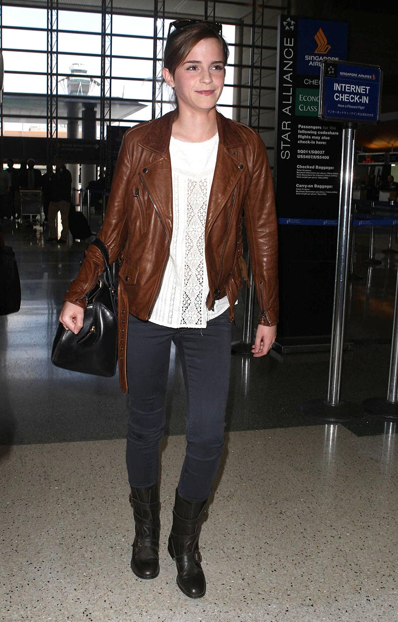 Emma-Watson-added-edgy-polish-her-airport-ensemble-help