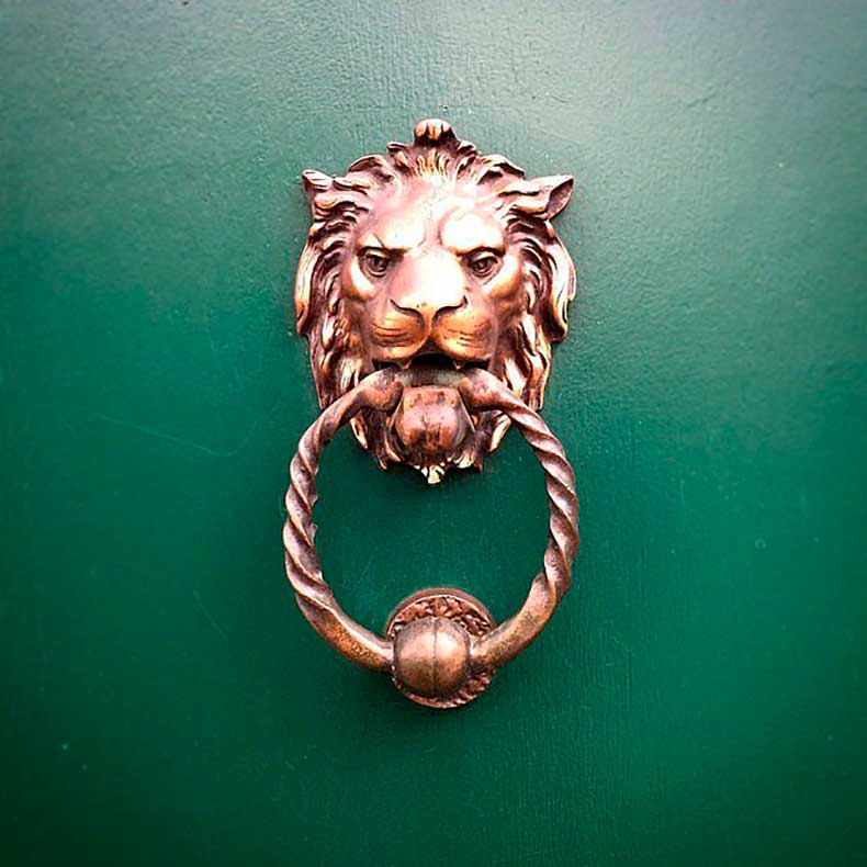 Standout-Door-Knocker