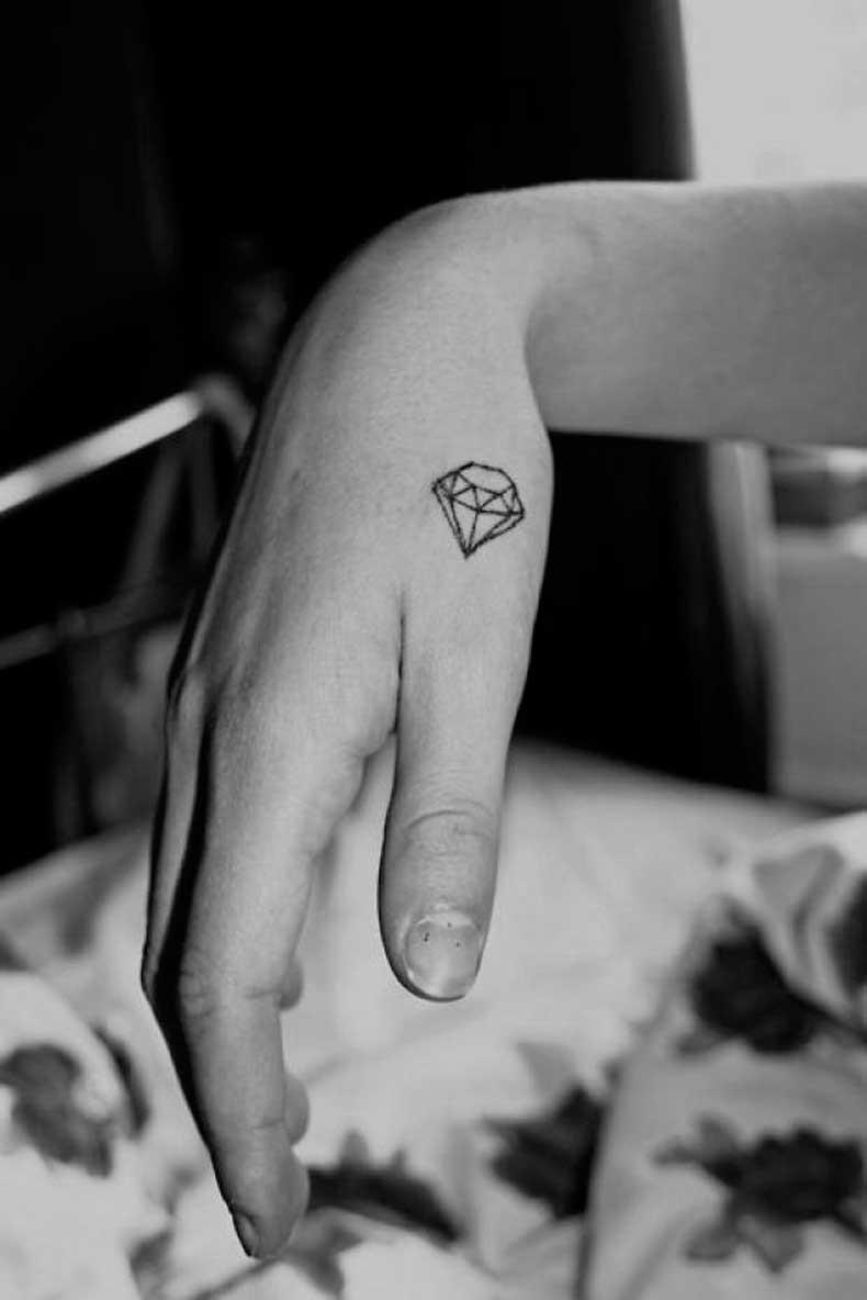 Tatuaje-pequeño-diamante