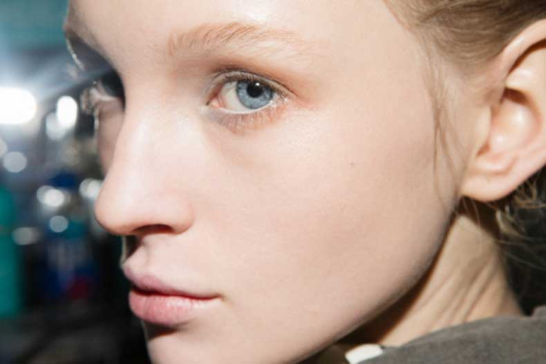 altuzarra-backstage-beauty-fall-2015-12-613x409