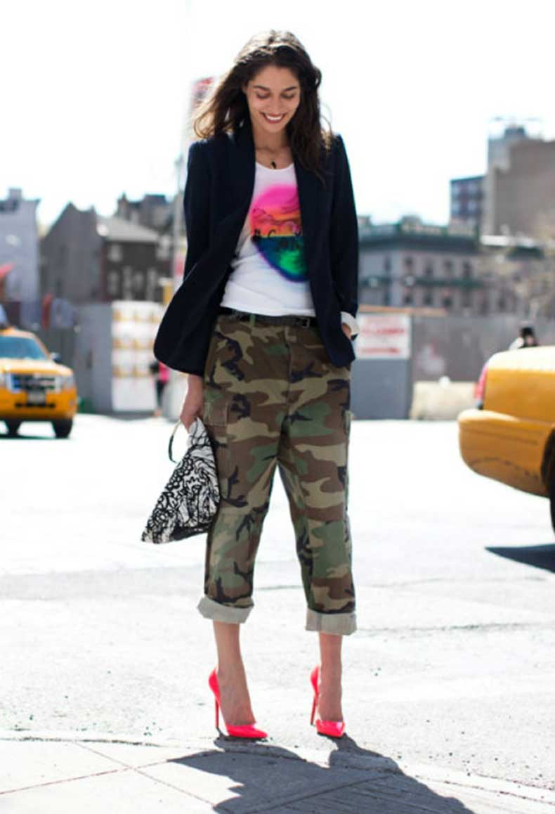 camo-garance-dore-street-style-camouflage-pants-rolled-up-cuffed-neon-pink-christian-louboutin-stiletto-pumps-tanya-21