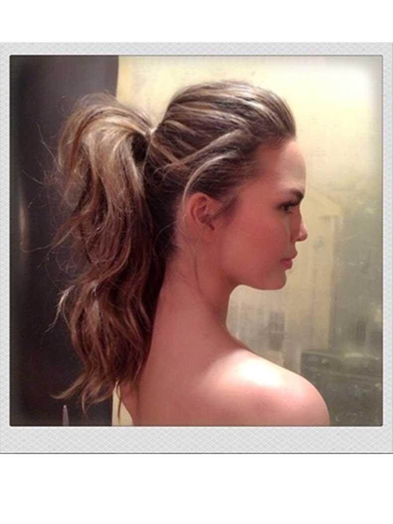chrissy-tiegen-bouncy-ponytail