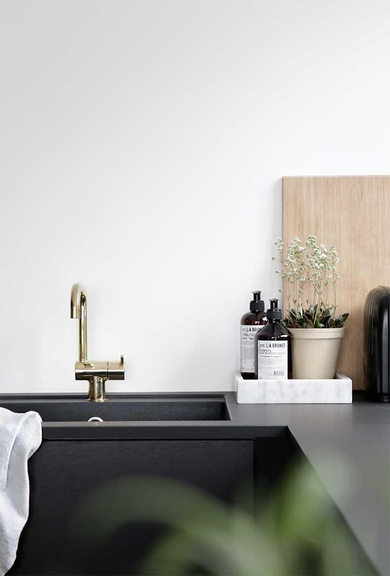 oracle-fox-sunday-sanctuary-black-white-grey-house-plants-monochrome-minimal-interior-9