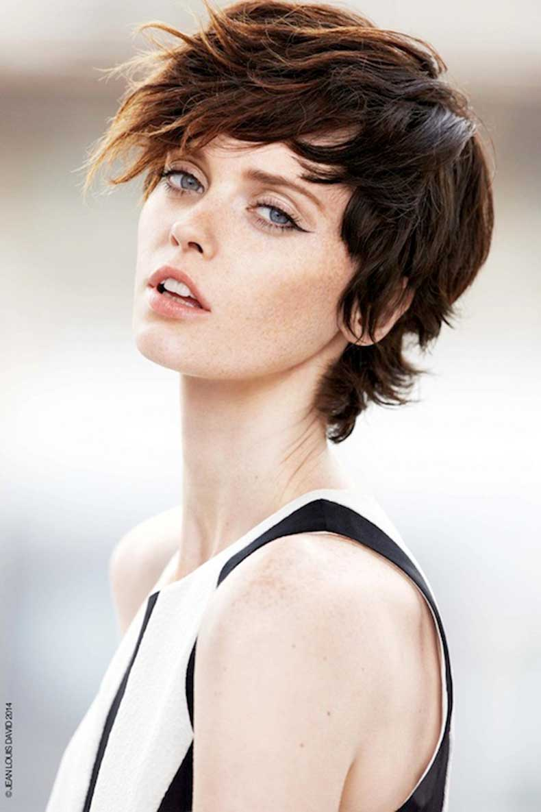 10-Le-Fashion-Blog-20-Inspiring-Short-Hairstyles-Shaggy-Textured-Hair-Via-Jean-Louis-David