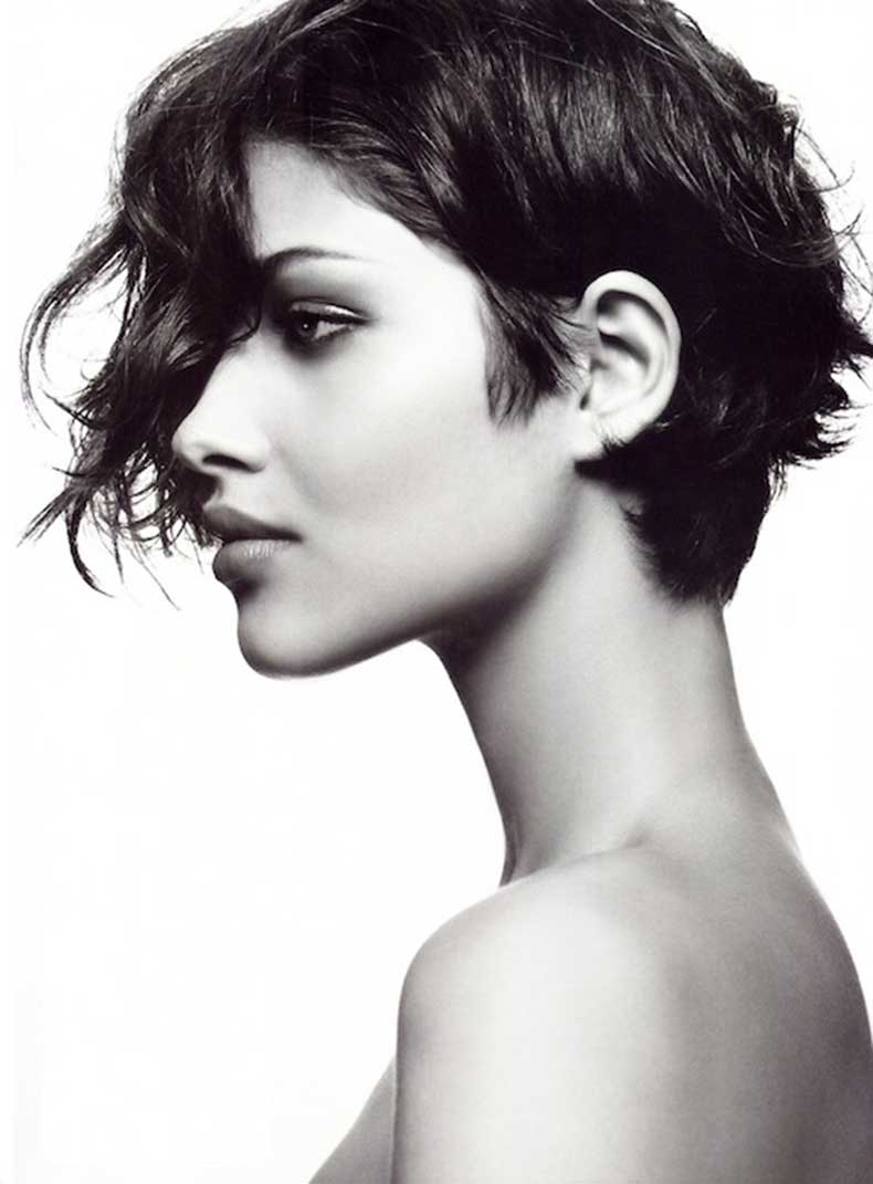 4-Le-Fashion-Blog-20-Inspiring-Short-Hairstyles-Ana-Beatriz-Barros-Asymmetrical-Hair-Via-Allure