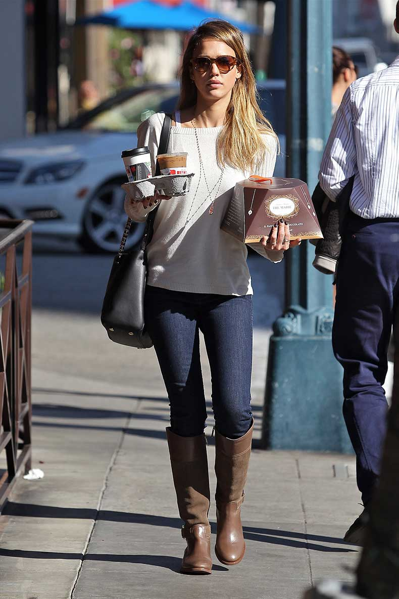 Even-casual-coffee-run-LA-Jessica-looked-stylish-brown