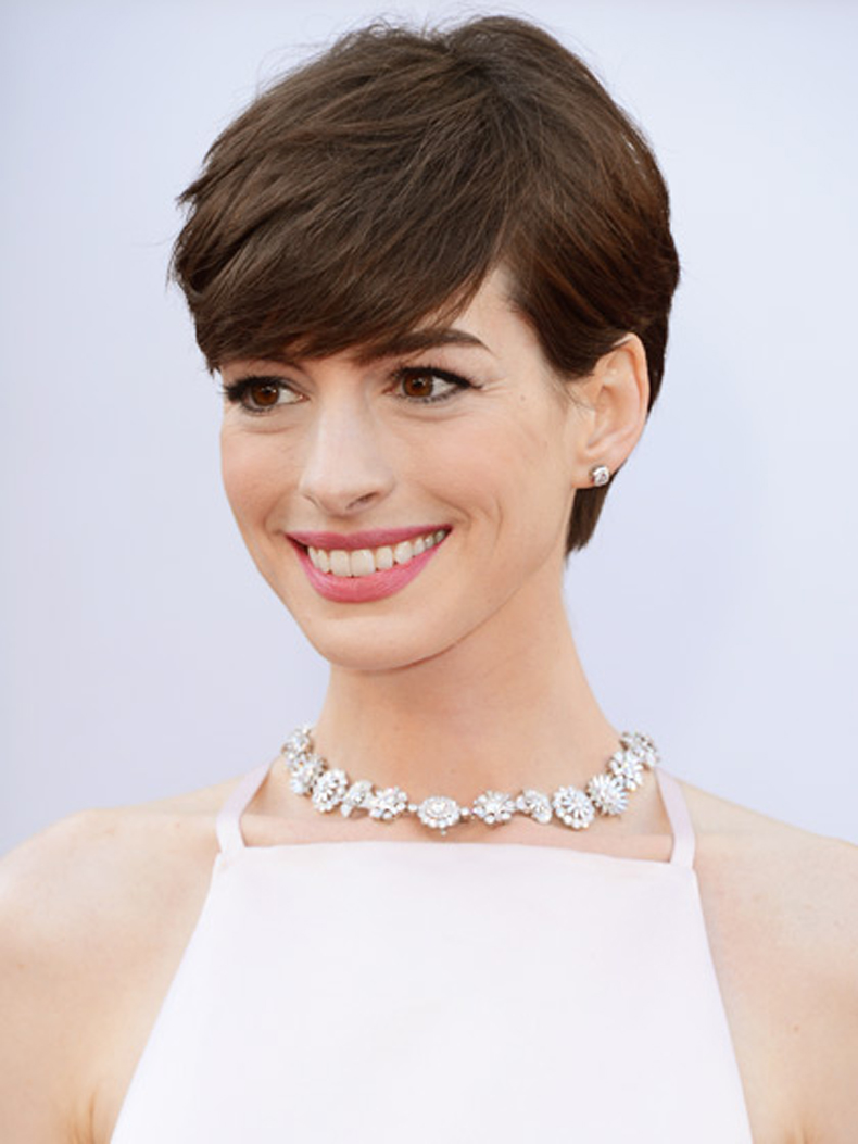 anne-hathaway-rounded-short-haircut