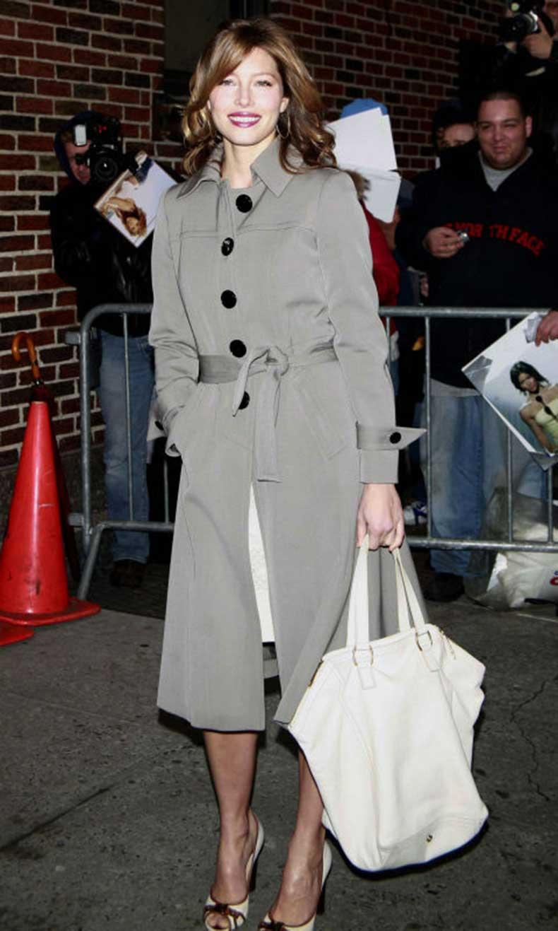 elle-19-jessica-biel-trench-coat