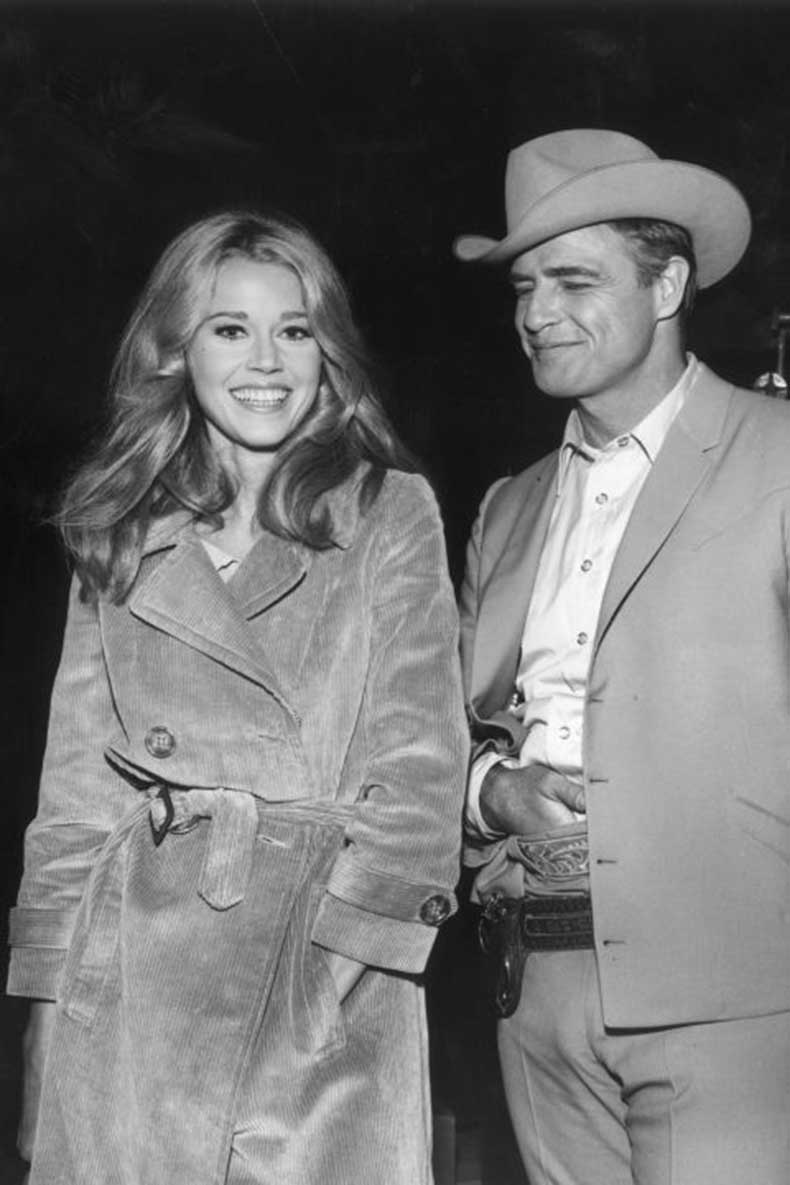 elle-7-jane-fonda-trench-coat