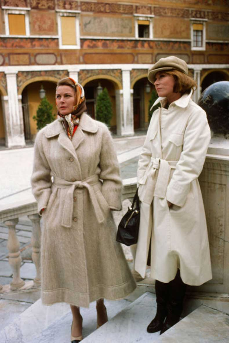 elle-9-grace-kelly-jessica-lee-trench-coat