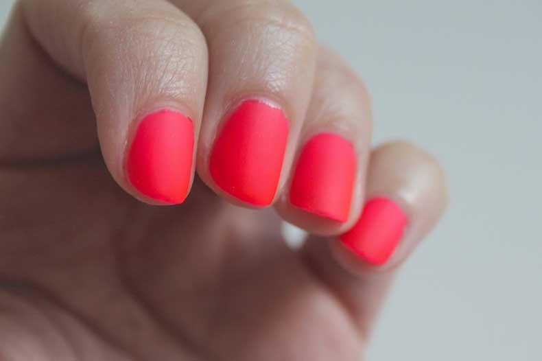 matte-neon-manicure-4