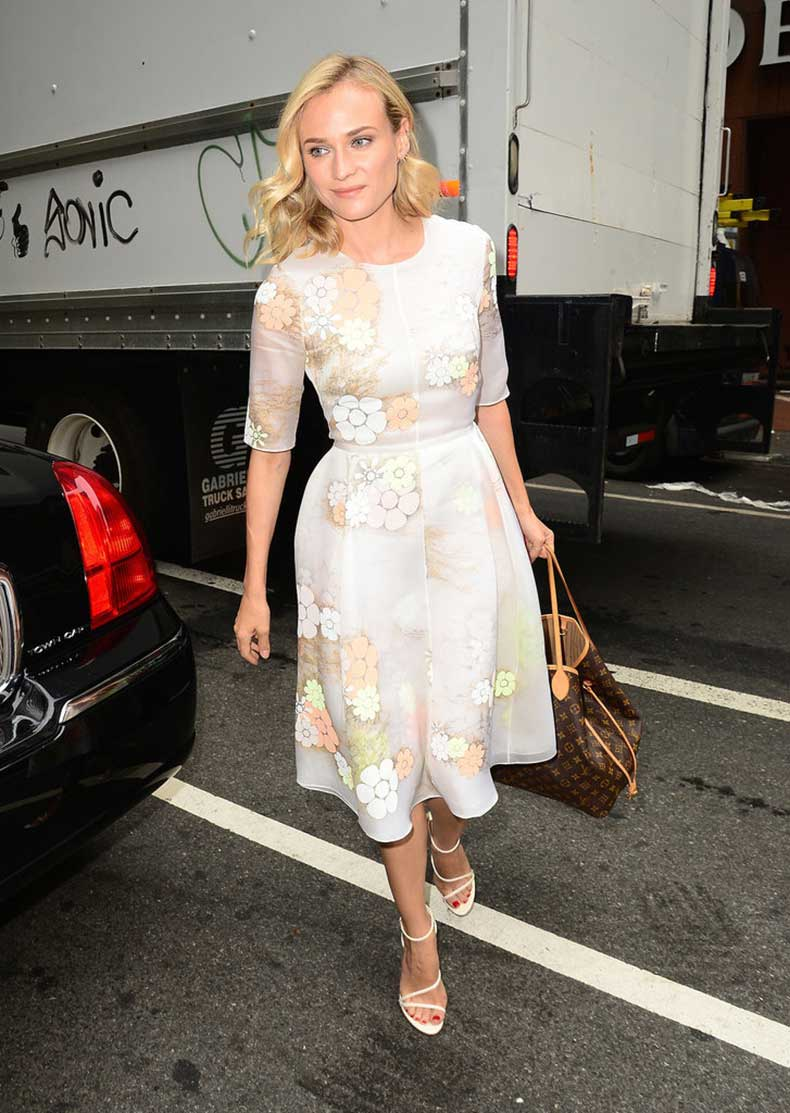 Diane-Kruger-Carrying-Louis-Vuitton