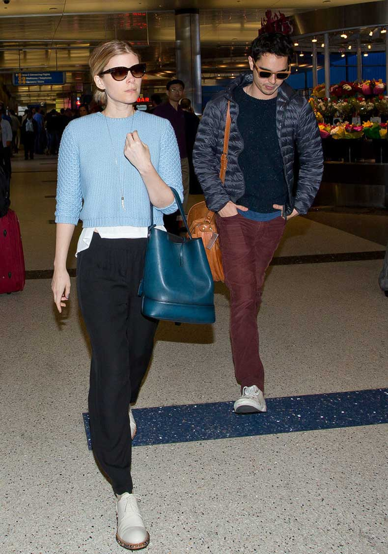 Kate-Mara-Carrying-Louis-Vuitton
