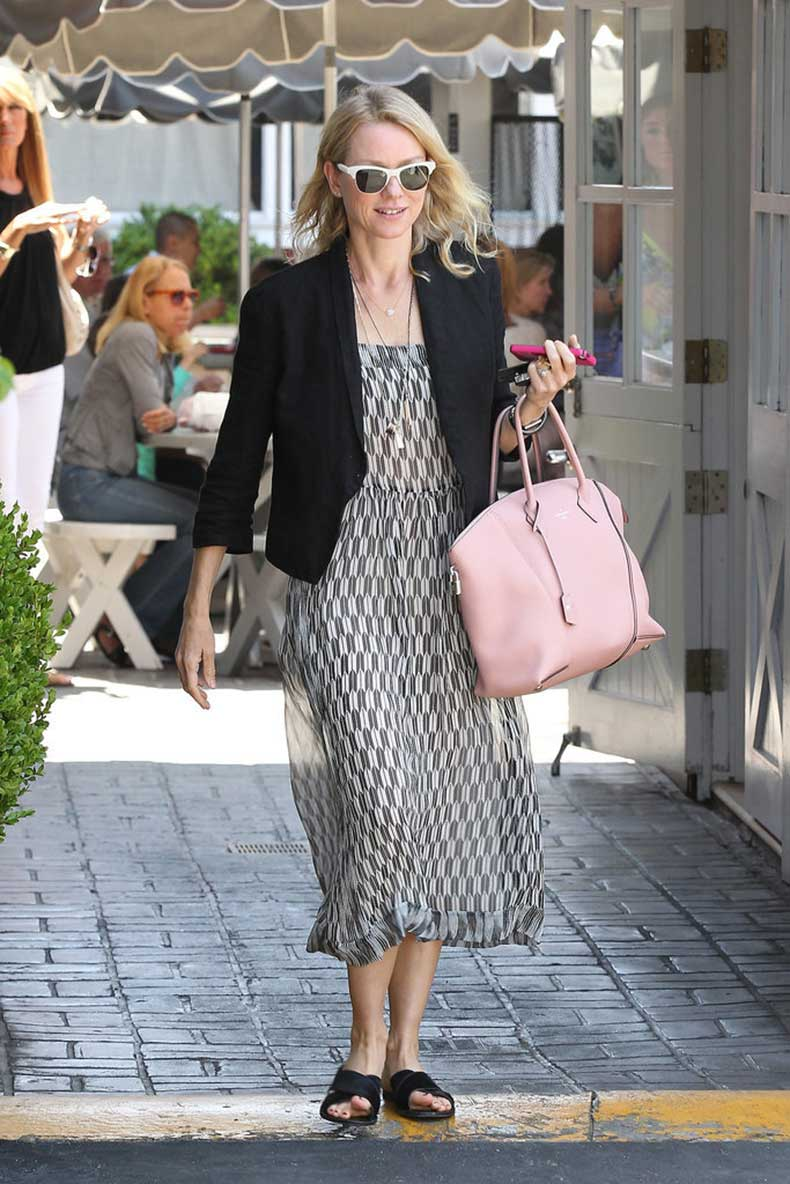 Naomi-Watts-Carrying-Louis-Vuitton