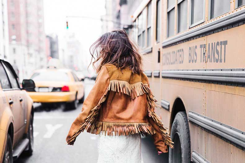 POLO_RALPH_LAUREN-NYFW-New_York_Fashion_Week-Suede_Fringed_Jacket-White_Lace_Skirt-Outfit-Street_Style-Collage_Vintage-48-790x527