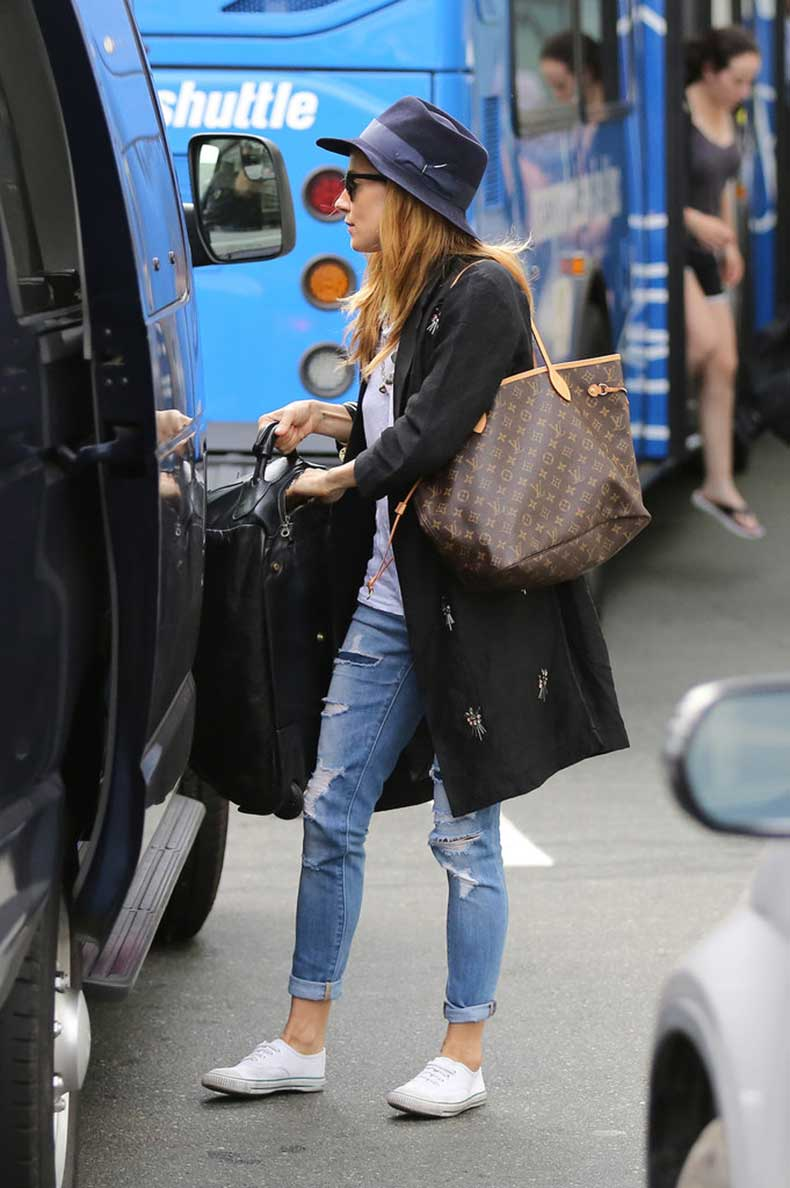 Sienna-Miller-Carrying-Louis-Vuitton