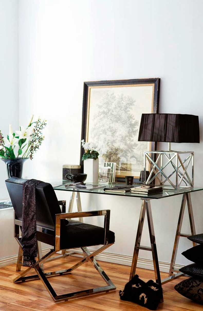 studded-hearts-home-office-work-space-black-detail-minimal