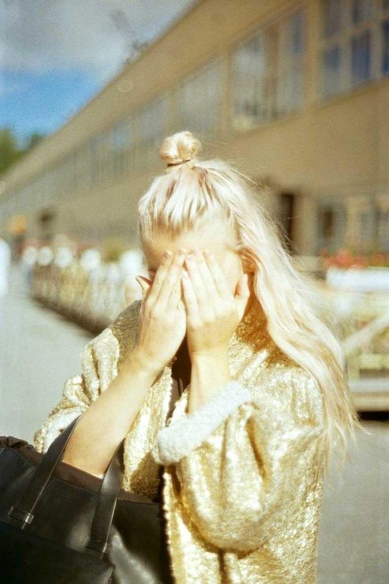 15-Le-Fashion-Blog-20-Inspiring-Half-Up-Top-Knot-Hairstyles-Blonde-Wavy-Hair-Bun-Via-Angela-Blumen