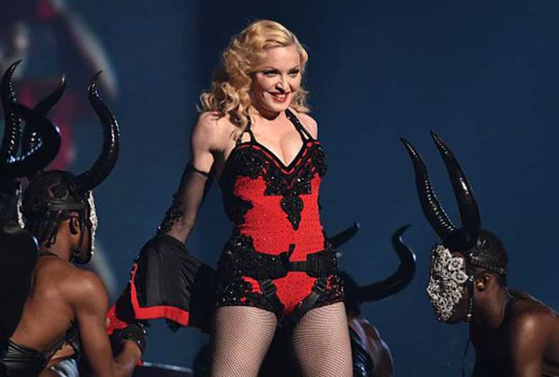 20150208-pictures-madonna-grammy-awards-performance-03
