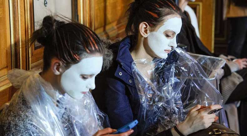 2117-models-using-face-masks-backstage-at-1000x0-1