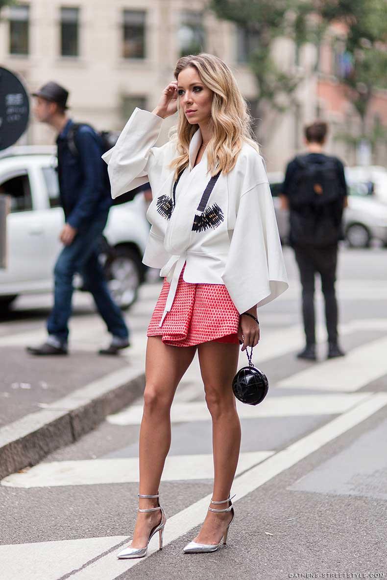 9147-Athens-Streetstyle-woman-mini-skirt-kimono-top-Milan-Fashion-Week-Spring-Summer-2015-Street-Style