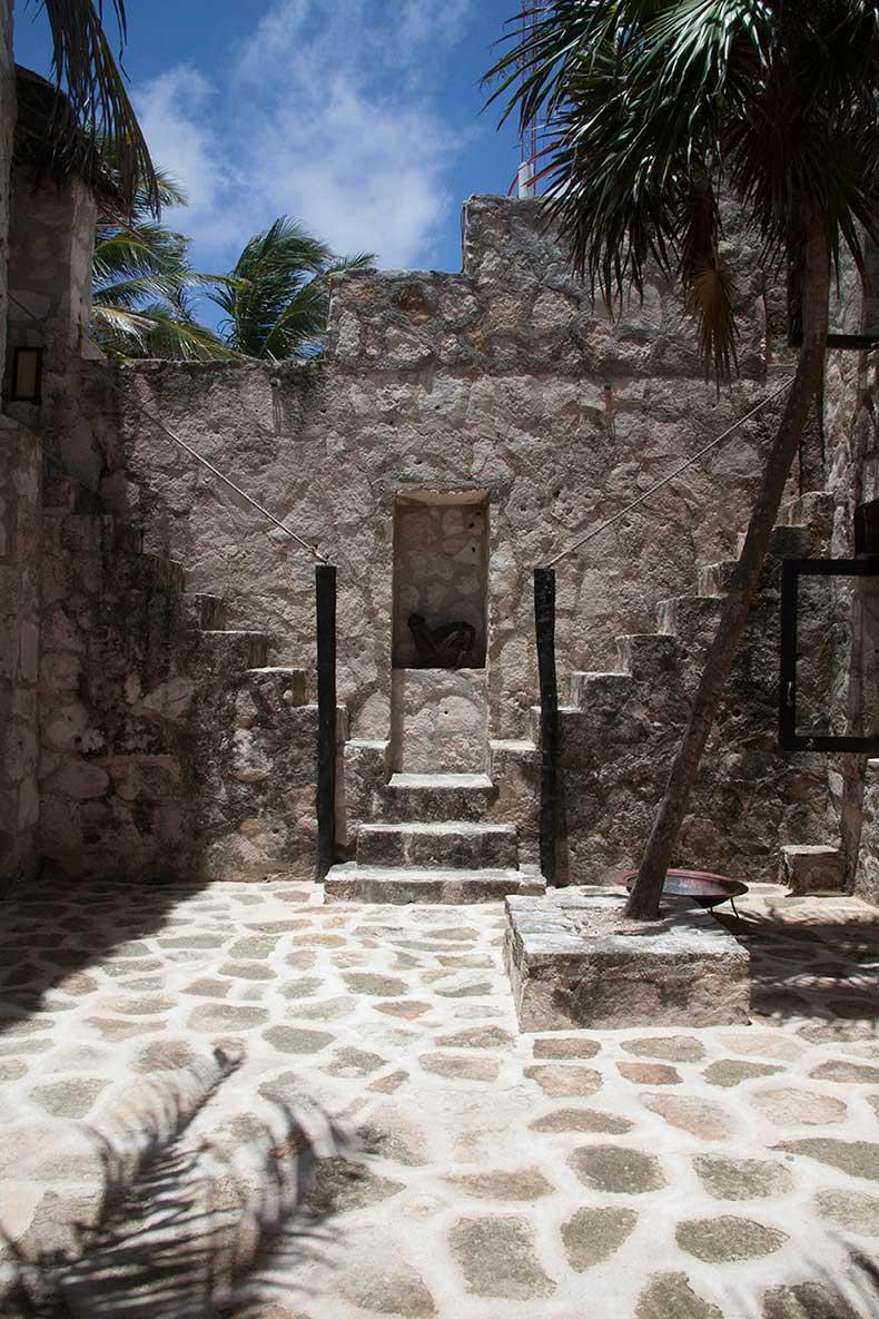 Coqui+Coqui+courtyard+inside+Coqui+Coqui+Tulum+F0Chl9as5D5x