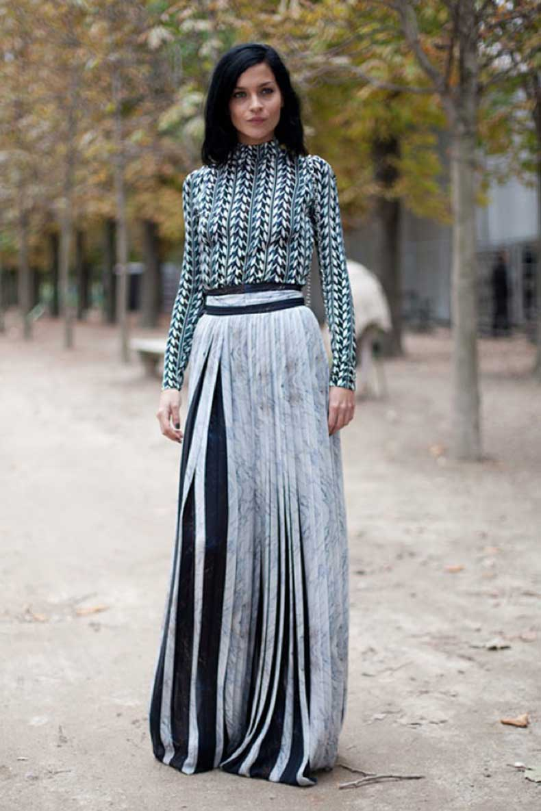 FASHION-WEEK-STREET-STYLE-GRAPHIC-PRINT-HOUNDSTOOTH-TURTLENECK-LONG-SLEEVE-SHIRT-PLEATED-MAXI-SKIRT-TWO-COLORED-LEIGH-LEZARK-MISSHAPES-VIA-HARPERS-BAZAAR