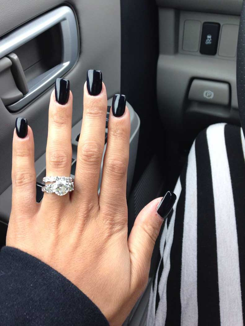 Kylie-Jenner-dark-nails