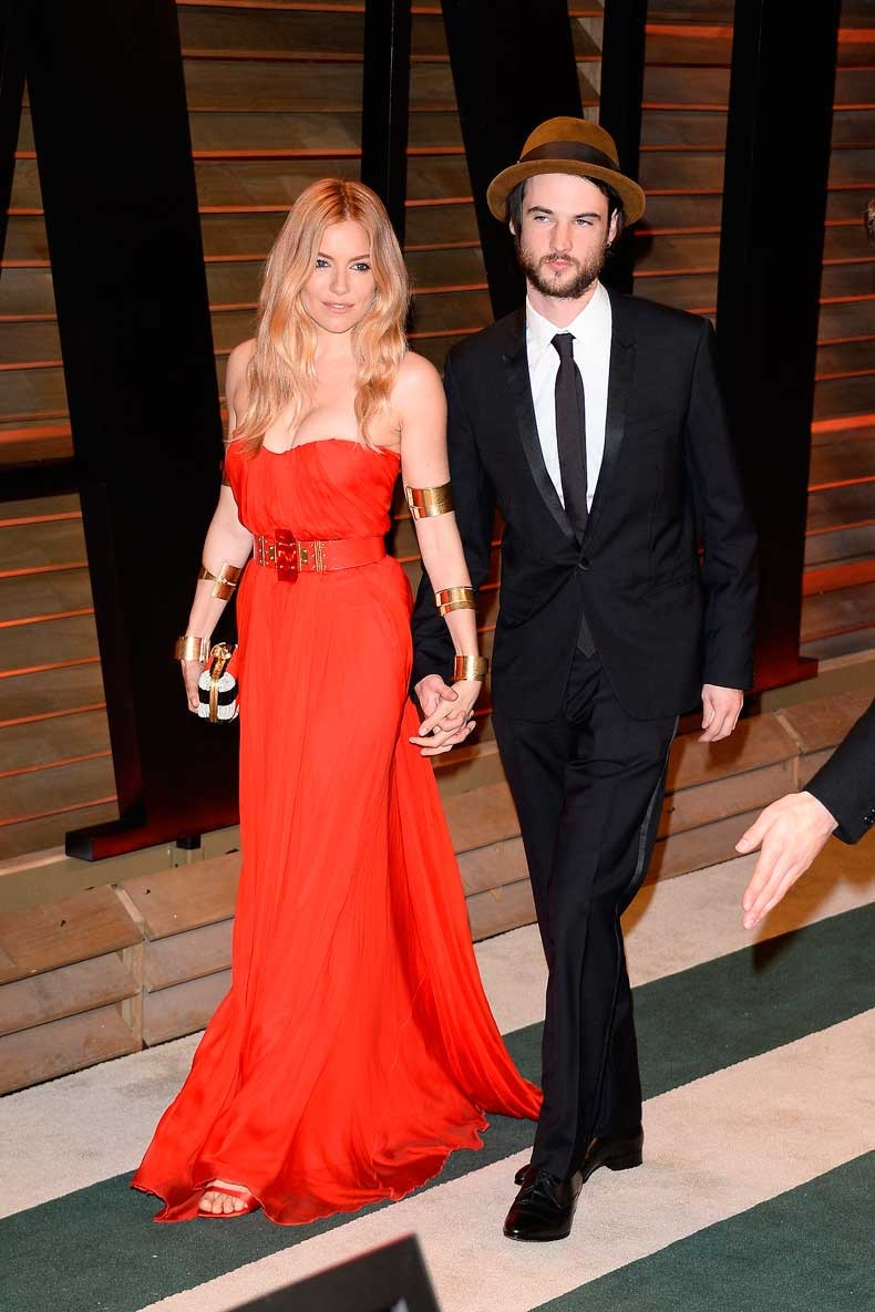 Sienna-Miller-walked-red-carpet-her-fiancé-Tom-Sturridge