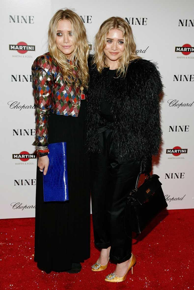 Twinning-combo-Both-girls-wore-eye-catching-jackets--fuss