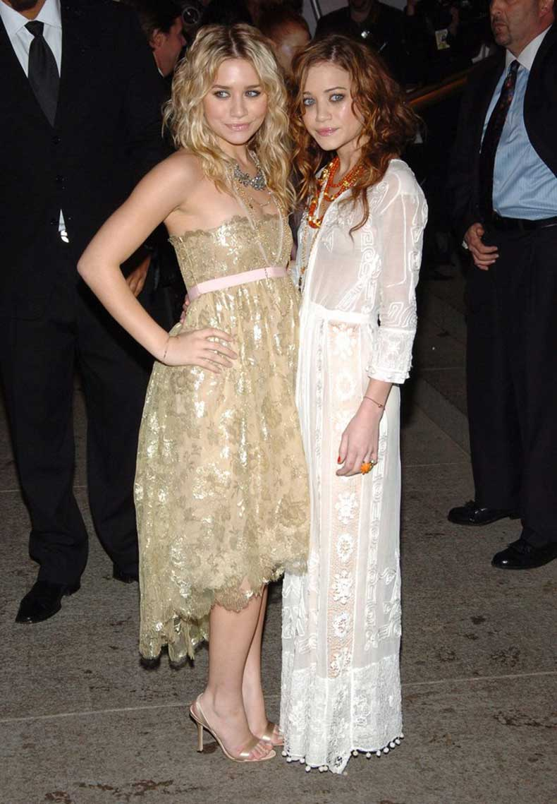 Twinning-combo-Mary-Kate-Ashley-chose-lovely-lace-numbers