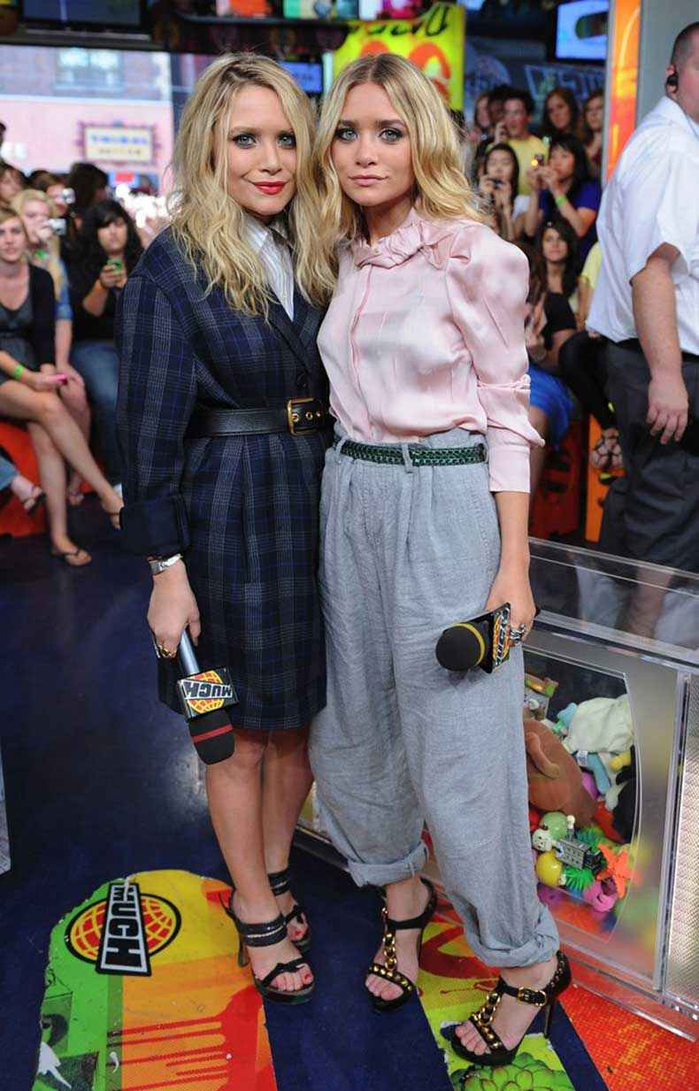Twinning-combo-Mary-Kate-Ashley-exuded-schoolgirl-charm-while